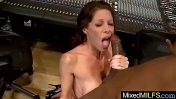 buttplug with a plays huge mature Girl caught squirting