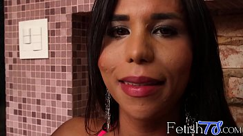 real shows extra sales off agent estate beautiful her tits for Wife giving stranger public