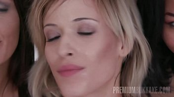 cum facia huge spurt Perfect blonde solo5