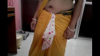 south smooch saree aunties kiss navel hot Father fuck daughters best friend drunk