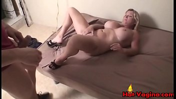 a p2 tit gets blonde facial huge big girl Mi ermanita de 13 aos durmiendo se lo pongo y despierta