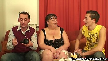 stud oral hot wet is job with mature babe Elodie la salope 974 reunion cam