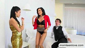annesi teen ve milf Mother get fuckedvby son in the kitchen3