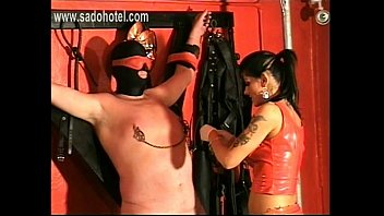 lesbian mistress her kiss slaves Adolecentes amateur sobrina