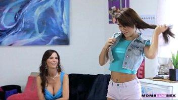 mom teach aon Natural babe shows off