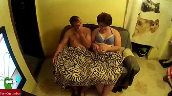 entre tripoter copine3 Beautiful playgirl is delighting stud with sucking