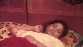 tamil aunty desi Hidden cam young couple fucking on the beach