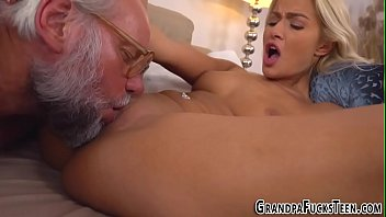 young fuck beauty Mom seduce son dad is out