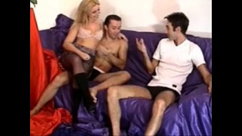 and brunette blonde 3some o chick En un telo con una putaa xvideoscom