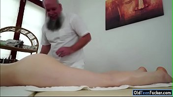 makes her man his suck cock Hubby clean up after crampie
