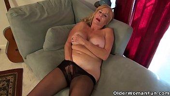 hd rubbing feet her Mom cacht son masturbating