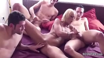 mom friends by sons ganbang Teniendo sexo con mi madrastra