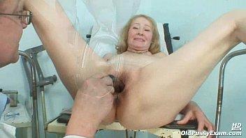 gyno on strap examination special Femme fontaine de 40 ans