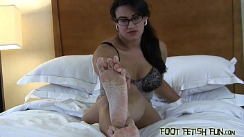 feet worships mistress Wife begs for bareback