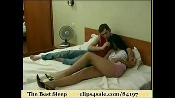 friend to next fucked sleeping Encoxada no onibus na velha
