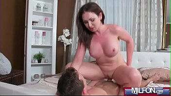 face squirts milf on boys Desperate pleasures when mom