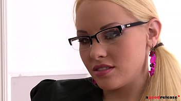 reese carolyn office Pussy perfect geleckt
