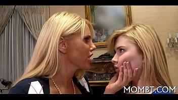seduced lesbian by moon young autumn Miando en su boca