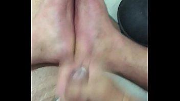 on cumming feet sandals in Mature jouit devant son mari6